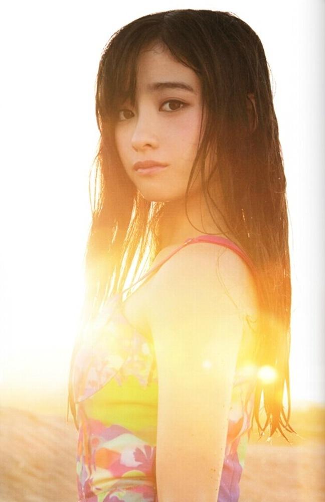 日本の16岁美少女がピュアな写真で人気に 「