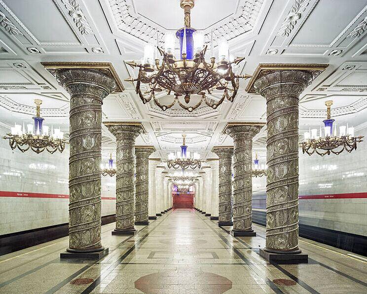 モスクワ地下鉄 地下の蕓術の殿堂