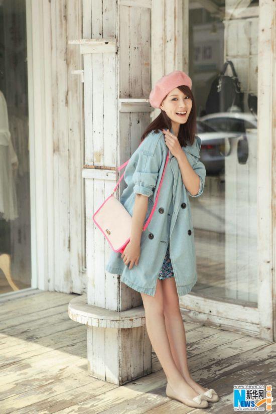 蔡蝶はスイートな少女姿でいい天気を楽しむ_新華網日本語