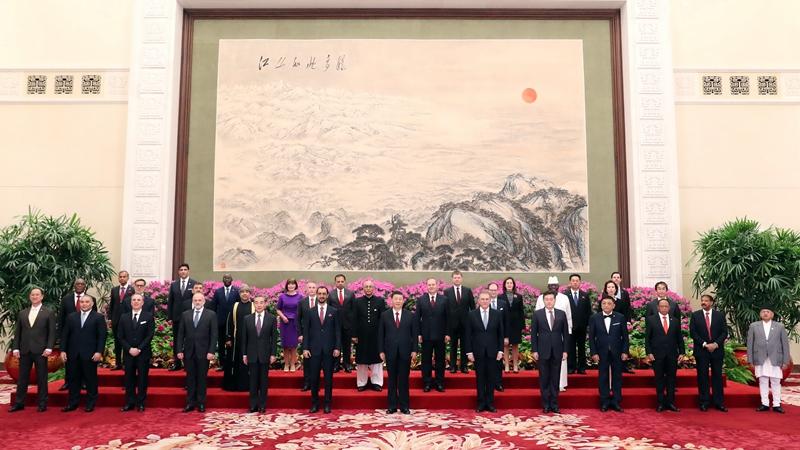 習近平主席、29カ国の新任大使から信任状