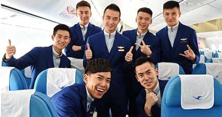 厦门航空,男性乗务员の制服を一新