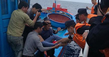 西沙海域で重病のベトナム人漁船員救助