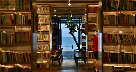 海の見える本屋でまったり読書