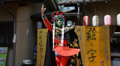 中国の「変面」で知的障害の日本の子供が満面の笑顔に
