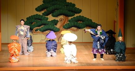 野村万作·萬斎さん、北京で狂言公演「笑いは国境を越える」