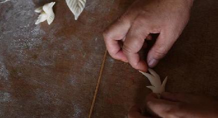 次世代に伝えていく 昔ながらの「面塑」技術 山西嵐県
