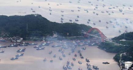 黄海や東中国海などで漁解禁 各地の港から次々と出漁